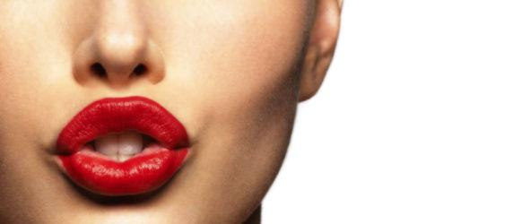 jessica_biel_with_bright_red_lips-4239