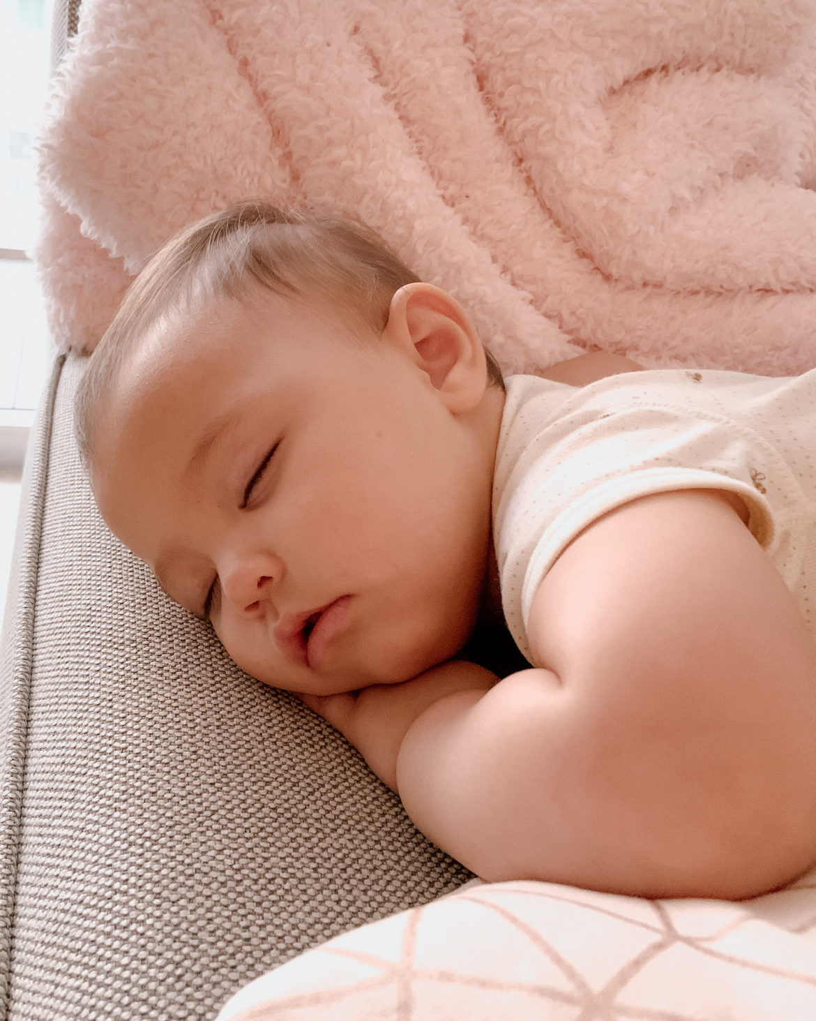 how we put our 10-month-old baby to sleep via Roxanne Says