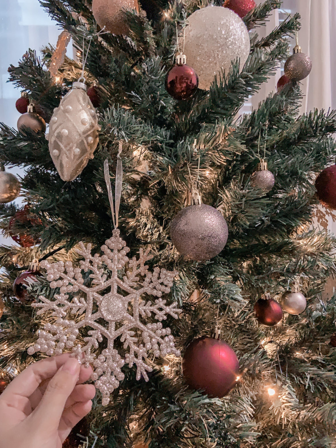 how to decorate christmas tree by roxanne says blog 1