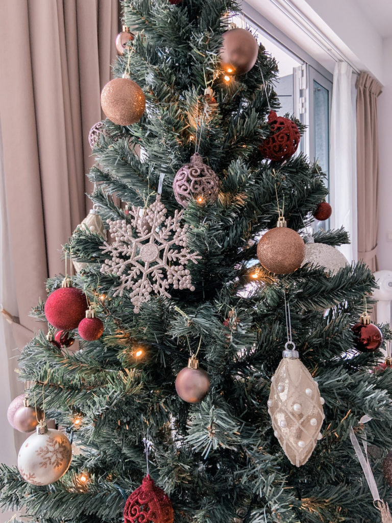 how to decorate your christmas tree by roxanne says blog 1